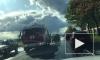 Сотрудники МЧС тушили машину после ДТП на проспекте Народного Ополчения