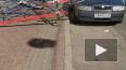 Видео: из-за сильного ветра около жилого дома в центре ...