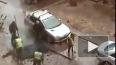 В Купчино автовладелец преградил путь асфальтоукладчикам