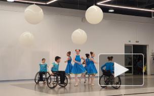 """Танцы на колясках и игра на ложках: в Петербурге открылась конференция """"Молодежь без ограничений"""""""