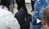 В сети появилось видео, как полицейский играет жертву нападения