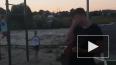 Видео: в Брянске подросток напал на женщину
