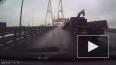 В Петербурге на вантовом мосту водителю чудом удалось ...