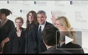 Элтон Джон стал папой; Джордж Клуни запустит спутник