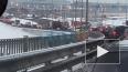 Возле моста Александра Невского развернуло и скрутило ...