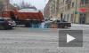 На проспекте Добролюбова легковушка въехала в КамАЗ со снегом
