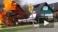 В Чили легкомоторный самолет упал на два жилых дома, ...