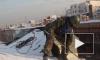 Улицы Петербурга от снега очищают более семи тысяч дворников и 600 спецмашин