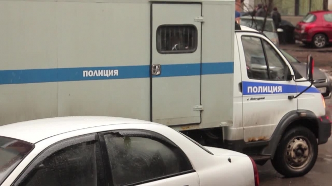 В Петербурге седой грабитель с пистолетов выгреб выручку из кассы булочной
