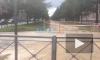 На Замшиной прорвало трубопровод: затоплен пешеходный переход