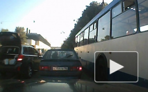 Массовая авария блокировала проспект Стачек