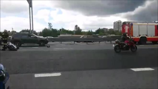 На КАД разбились два мотоциклиста и пять машин