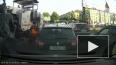 Видео: водитель вышел разбираться с ремонтниками из-за у...
