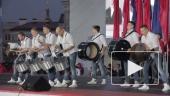веселые барабанщики на Дворцовой