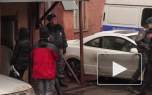 """Полиция обыскивает """"Домашние деньги"""" из-за коллекторов, спаливших дверь петербуржцу"""