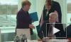 Глава МВД Германии отказался жать руку Меркель из-за коронавируса