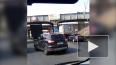 Два грузовика застряли под железнодорожным мостом ...