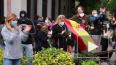 Испанцы вышли протестовать с кастрюлями за снятие ...