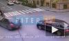 Видео с камеры наблюдения: на Гороховой Subaru вылетел на тротуар и сбил пешеходов