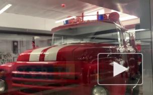 """В вестибюле станции """"Проспект Славы"""" установили три пожарных машины"""