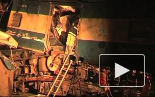 Лоб в лоб. В Бангладеш столкнулись поезда