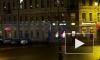 С фасада дома в центре Петербурга обрушилась лепнина