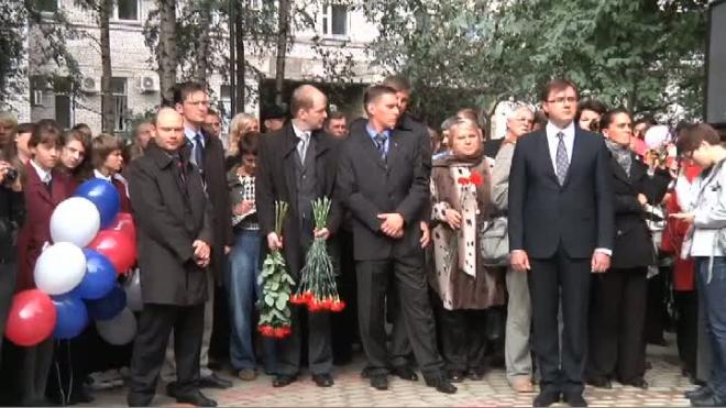Памятник детям блокадного Ленинграда открыли в Яблоневом саду на Васильевском острове