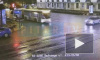 На перекрестке Невского и Садовой столкнулись автобус и легковушка