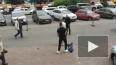 Видео: троица из иномарки побила пешехода из-за конфликта ...