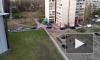 Видео: во дворе на Энгельса образовалась пробка