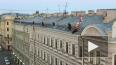 Видео: на крыше у БДТ появился продавец шаров