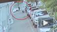 Видео: В Китае мужчина поймал ребенка, который выпал ...
