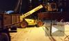 Видео: на Ремесленной улице строительный кран перекрыл вход в жилое здание