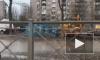 """Видео: на проспекте Ветеранов прорвало трубопровод с кипятком, """"Мерседес"""" провалился под землю"""