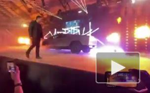 Во время презентации нового Tesla Cybertruck у машины лопнули бронированные стекла