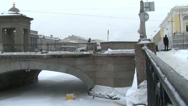 Гранитный парапет - был и нет. Обрушение на мосту Ломоносова