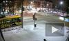 Видео: автобус на большой скорости пронёсся на красный свет и совершил ДТП в Перми