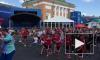 Футбольные болельщики устроили флешмоб на Конюшенной площади