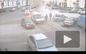 """Гонщик на """"Hyundai"""" атаковал на Невском сразу три машины"""