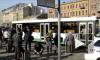 """На Новочеркасском проспекте """"BMW"""" столкнулся с """"Toyota"""" и вылетел на остановку"""