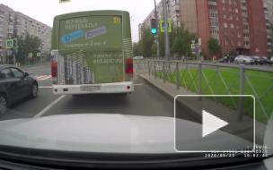 На Ленской улице иномарка врезалась в три машины и насмерть сбил пешехода
