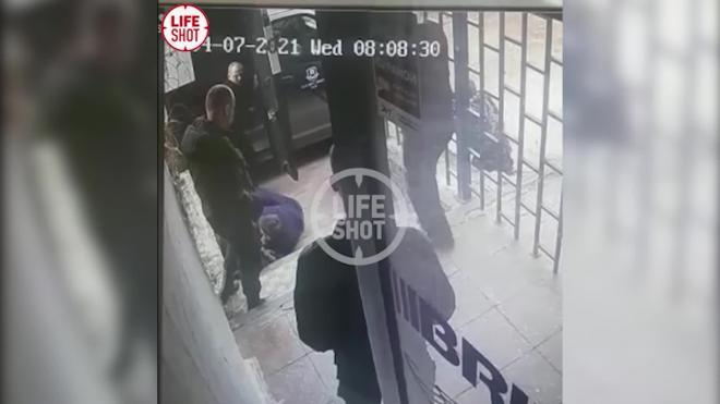 Опубликовано видео момента выстрела в 23-летнего сотрудника фирмы Брикс в Нижнем Новгороде