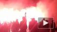 На Дворцовой площади вспыхнули сотни алых огней в ...