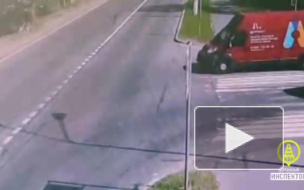 В Кронштадте мопед врезался в микроавтобус на перекрестке