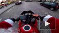 В Париже Санта-Клаус на мотоцикле устроил погоню за нару...