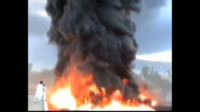 Террористы уничтожили 12 бензовозов НАТО