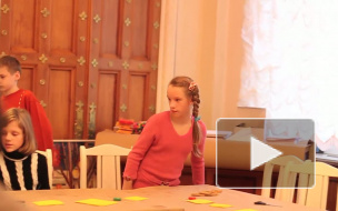 В Аничковом детей учат строить башни