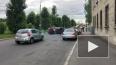 Видео: в центре города перевернулась красная иномарка
