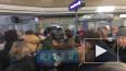 """Видео: на """"Чкаловской"""" из-за ремонтаэскалаторов образов..."""