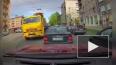 """На Кондратьевском манипулятор """"КамАЗ"""" снес крышу такси"""
